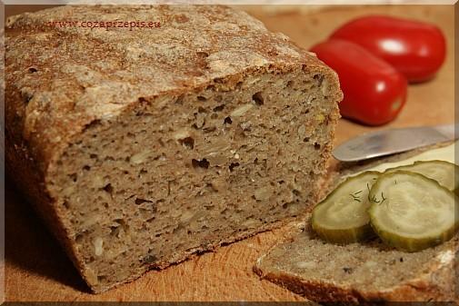 Chleb pszenno-żytni z płatkami owsianymi, słonecznikiem i lnem