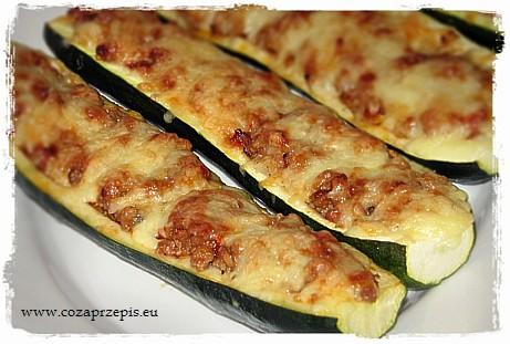 Cukinia faszerowana mięsem mielonym i warzywami