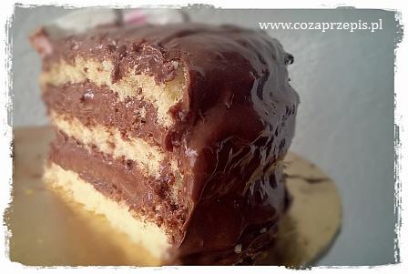 Tort z kremem czekoladowym na białym biszkopcie