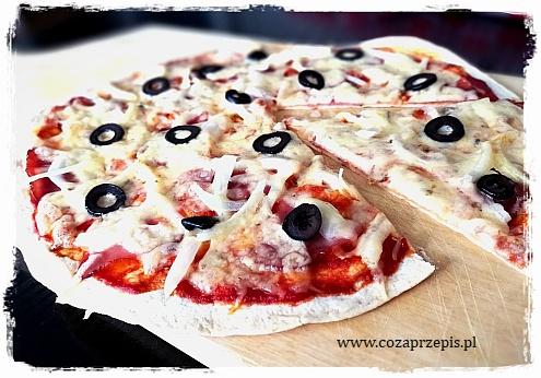 Szybka pizza z tortilli